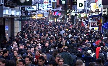 Menschen in Fußgängerzone